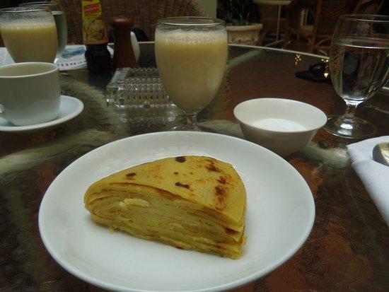 Hotel Khamvongsa: Cold Pancake Cake, breakfast option - way better than it sounds