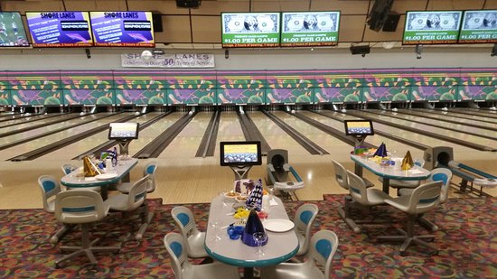 Saint Clair Shores, MI: Come and enjoy yourself here at Shore Lanes