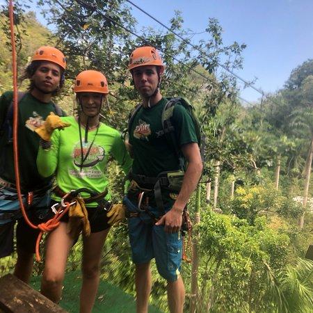 Batey Zipline Adventure : Excelente tour y grandioso equipo de trabajo muy profesionales 100 % recomendados por Aventura T