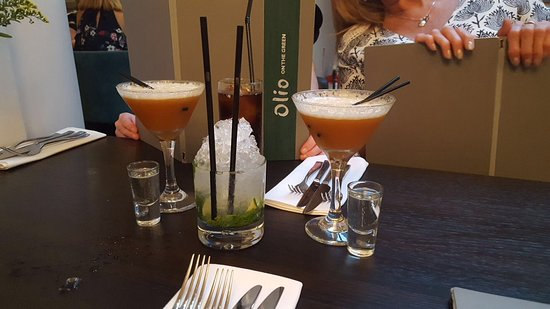 Olio Restaurant: Pre-dinner drinks