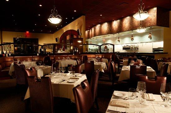 Tustin, CA: The main dining room