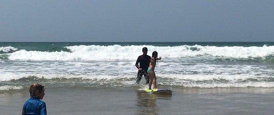 Experience Surf School (Manu Portet): Ma fille 7 ans premier cours, debout directement grâce au professionnalisme de Manu