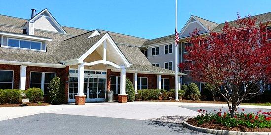 Waynesboro, VA: Entrance to hotel.