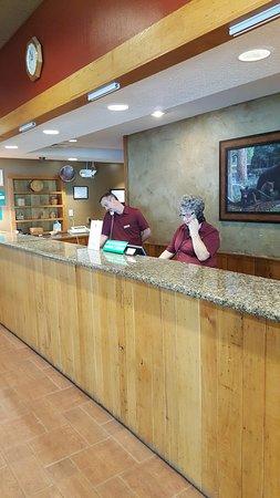 Chestnut Tree Inn Cherokee: Great people!