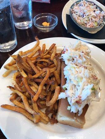 Hank's Oyster Bar: Lobster Roll