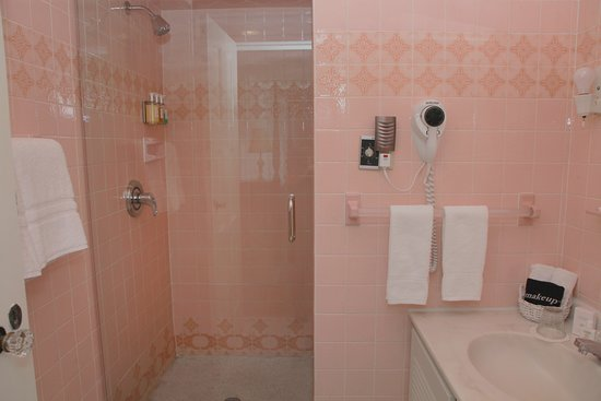 Hopewell Junction, NY: Jacqueline Dores guest room en suite bathroom