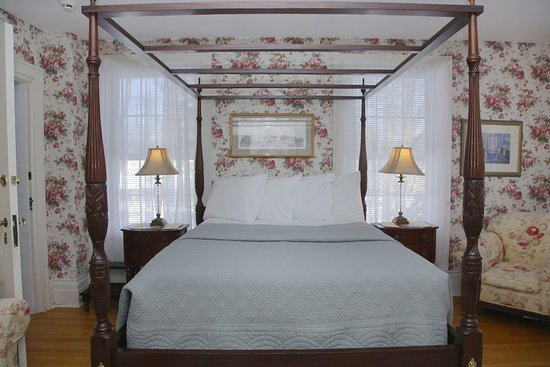 Hopewell Junction, NY: Valerie Ann queen bed with Comphy sheets