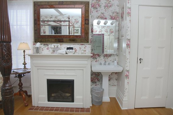 Hopewell Junction, NY: Valerie Ann electric fireplace