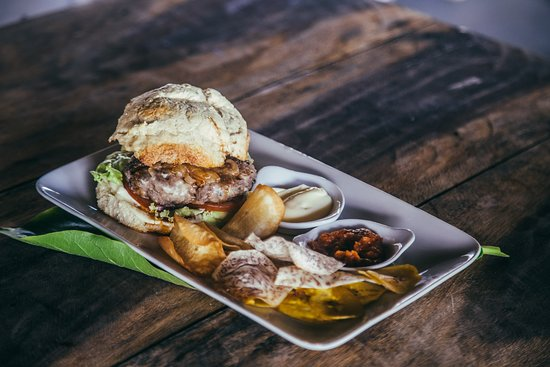 Las Penitas, Nicaragua: Our burger with home made bread...