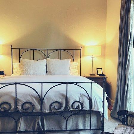 Black Walnut Inn & Vineyard: Room 5
