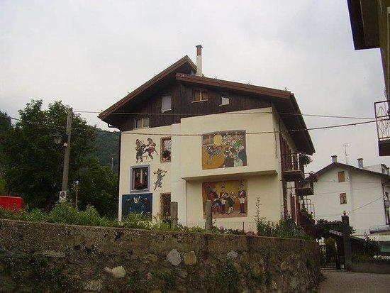 Il centro storico e i murales di Pinocchio
