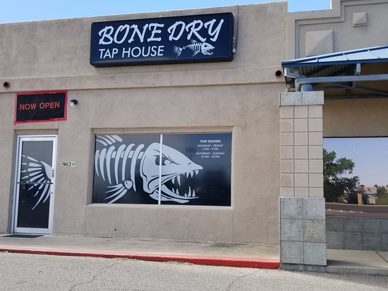 Sierra Vista, AZ: Bone Dry Tap House - The place to taste many beers!