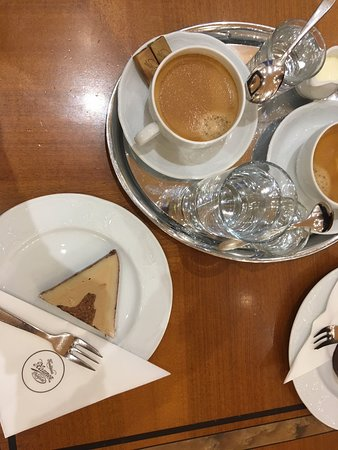 Cafe-Restaurant Zauner: Coffee and nougat