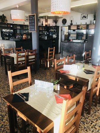 Saint-Michel-Chef-Chef, Francia: bar