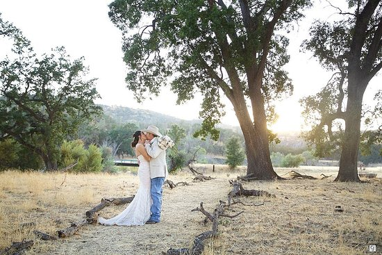 Parkfield, CA: The V6 Ranch is host to some beautiful weddings!