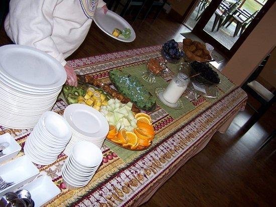 Kiwi Cove Lodge: a snack spread