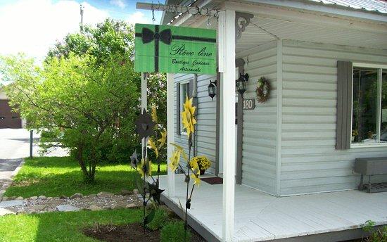 Saint-Jean-de-Matha, Canada: Rêve line boutique cadeaux artisanale