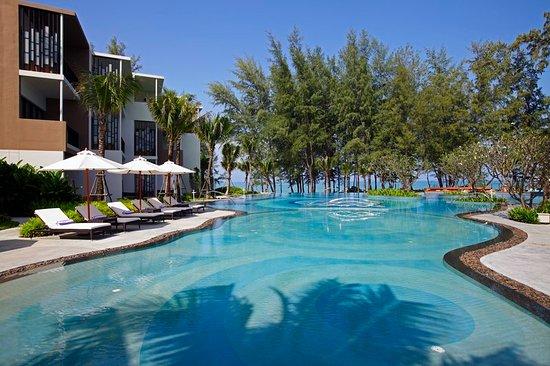 Holiday Inn Phuket Mai Khao Beach Resort