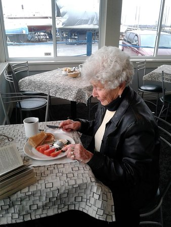 Brighton, Canada: Betty enjoying her special breakfast