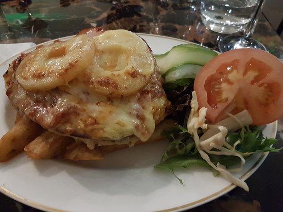 Monbulk, Австралия: Hawaiian chicken parmigana