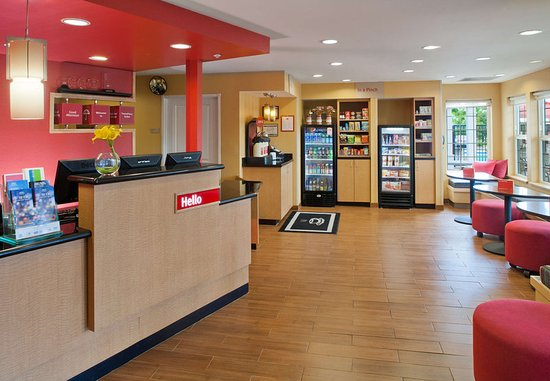 TownePlace Suites Medford: Lobby