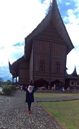 Solok, Indonesië: Rumah gadang tampak samping