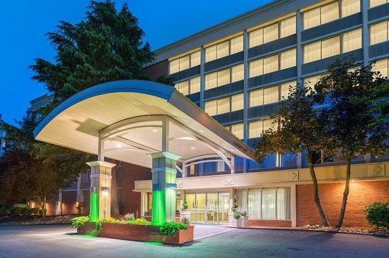 Holiday Inn Charlottesville-Monticello: Exterior