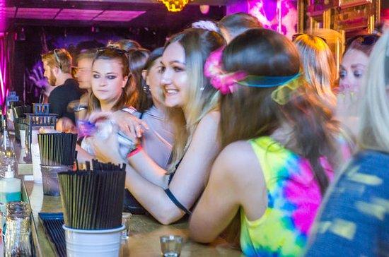 St Kilda Pub Crawl - Massive Party...