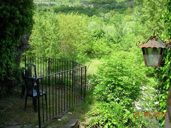 Camporgiano, Italië: il terrazzino panoramico accanto al mulino