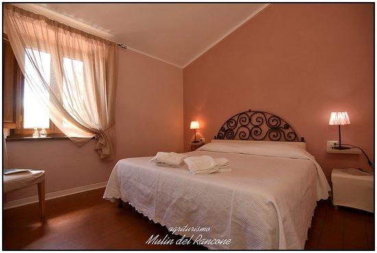 """Camporgiano, Italy: una camera della """"casa dell'Attilio"""" che si trova accanto al ristorante"""