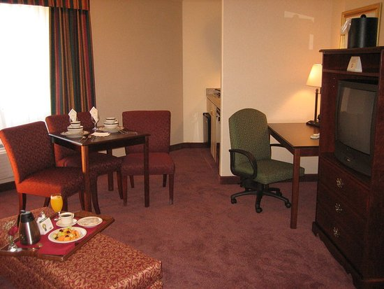 holiday inn selma swan court 102 1 1 2 updated. Black Bedroom Furniture Sets. Home Design Ideas