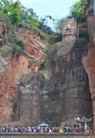 Wendy Wei Tours : Leshan Giant Buddha