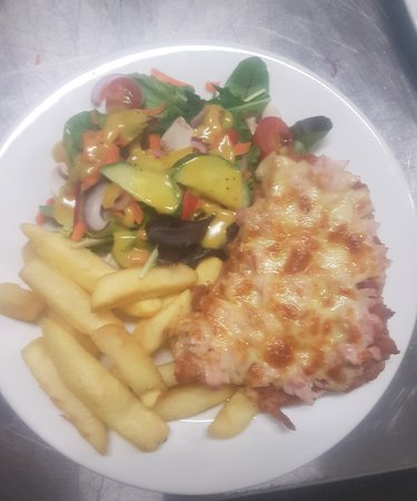 Deniliquin, Australia: $15 Lunch Parmi - 150g breast fillet, freshly crumbed, house made napoli, shredded ham, cheese