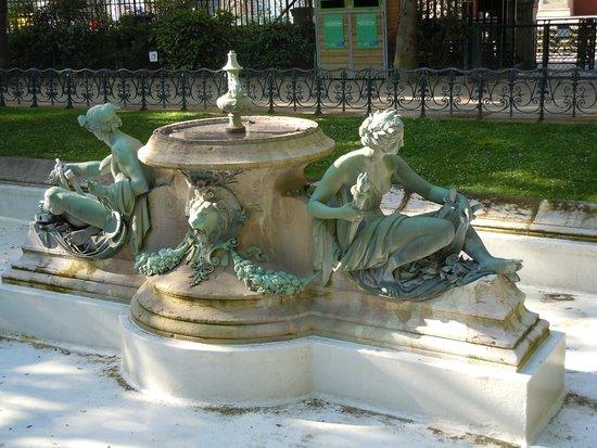 Fontaine des Arts et Metiers