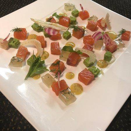 Restaurant Bath's : Saumon gravlax, dés de sponge cake aux herbes et gelées de fenouil