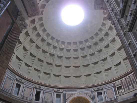 入口から見たオクルス - ローマ...