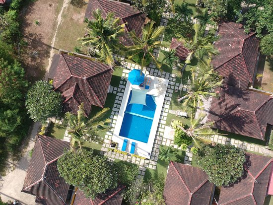Big Fish Diving: The bungalows from the top