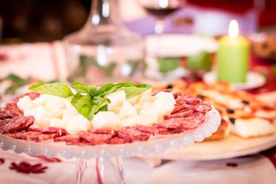 Cantine Colavecchio: Degustazione di salumi e formaggi locali
