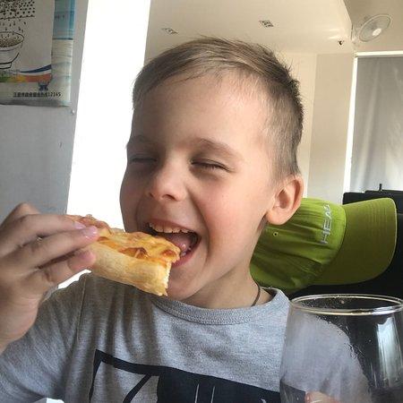 Casa Mia Italian Restaurant: Дети попросили пиццу и поэтому пришли сюда пообедать .