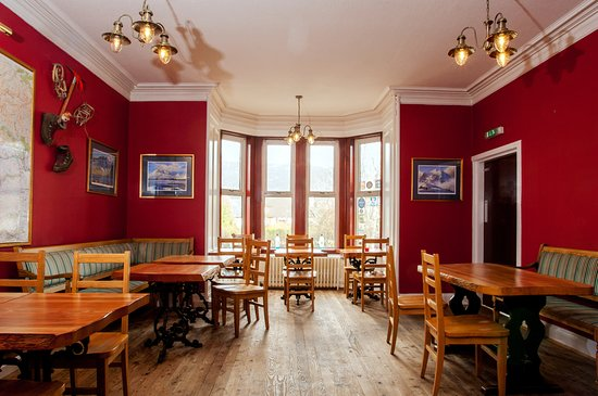 Kinlochewe, UK: Enjoy fresh local food,award winning ales and a choice of over 100 whiskies.