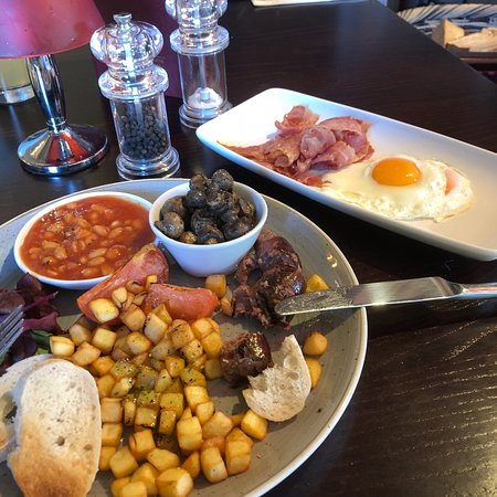 Innkeeper's Lodge Maidstone: Breakfast, not bad, for the price