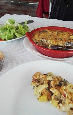 Minde, Portugal: Almoço, bacalhau com natas e espinafres