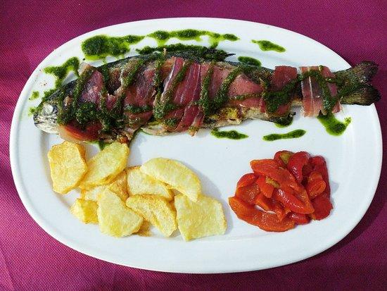 Benamahoma, Spanien: Trucha con jamón