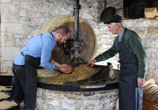 Moulin a Huile de Noix