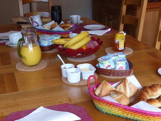 Saint-Mathieu, Frankrike: Breakfast