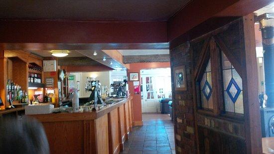 The Huntsman Country Inn & Restaurant: Bar area