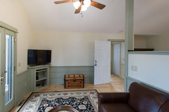 Granville, OH: Saratoga Suite Sitting Area