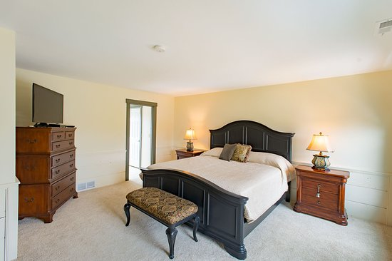 Granville, OH: Lexington Suite with King Bed