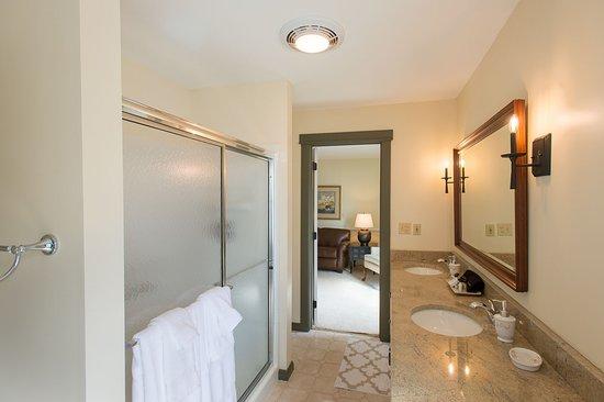 Granville, OH: Lexington Suite Private Bath