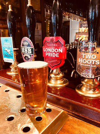 The Queens Head: 4 great ales on tap.